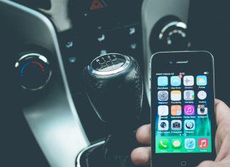 Telefonon navigációs szoftvert használni vezetés közben tilos!