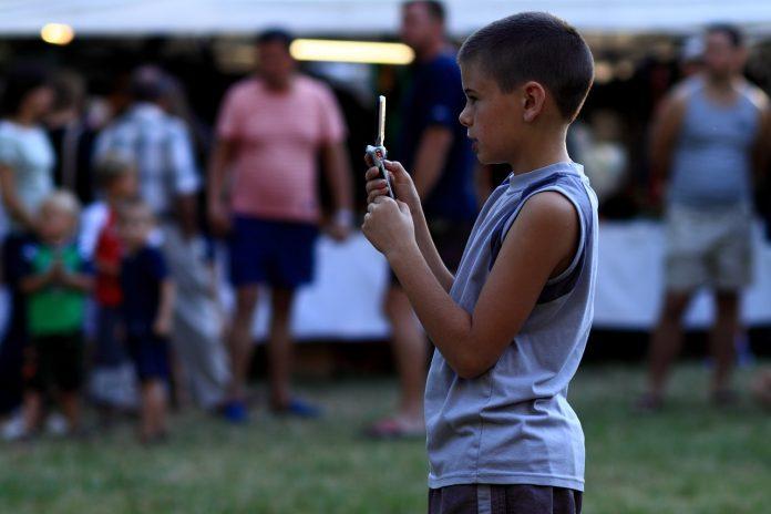 A hároméves gyermekek fele már okostelefont használ