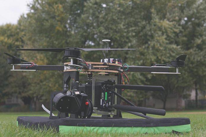 Kipányvázott repülő GSM adótorony még a földön